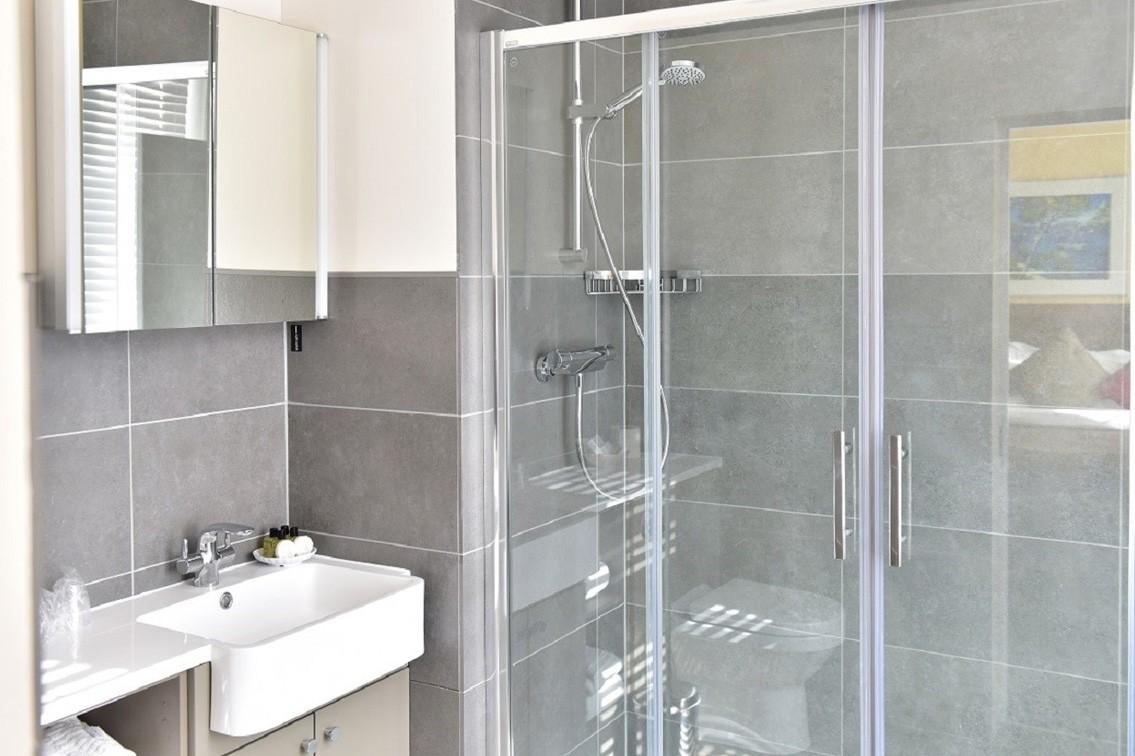 double-4.jpg - Double Room Bathroom
