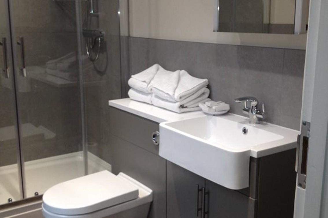 single-4.jpg - Single Room Bathroom