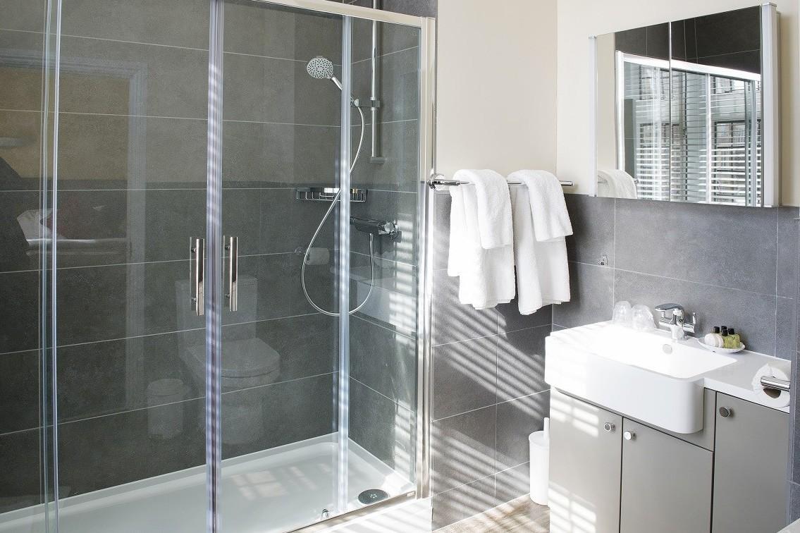 twin-3.jpg - Twin Room Bathroom
